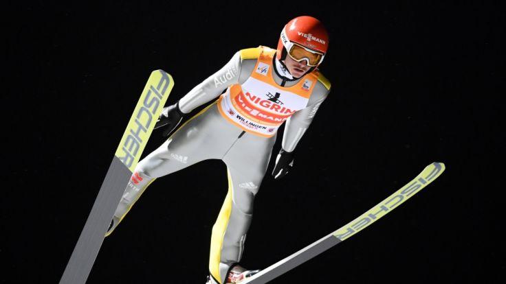 Richard Freitag springt von der Mühlenkopfschanze in Willingen.