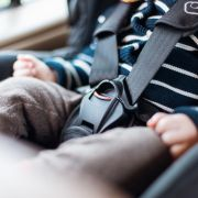 Missgeschick! Säugling fast eine Stunde in Auto eingesperrt (Foto)