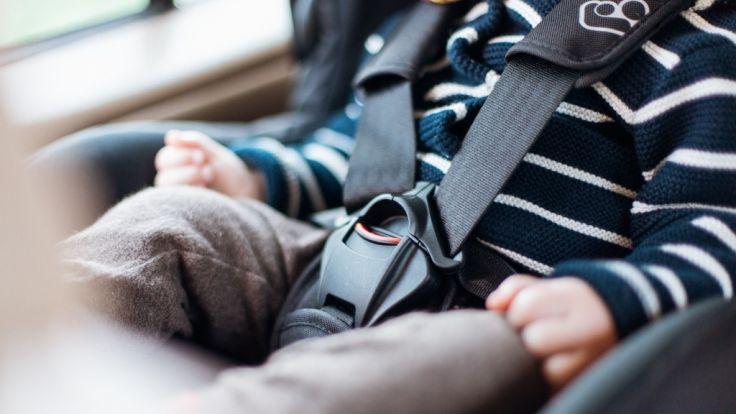 Leer: Mutter lässt Schlüssel im Auto - Säugling fast eine Stunde eingesperrt