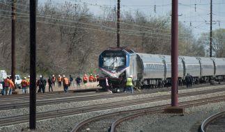 Archivbild: Ein Amtrak-Zug kollidierte 2016 mit einem Bagger. Auch damals starben zwei Menschen. (Foto)