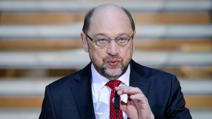 Der SPD-Parteivorsitzende Martin Schulz spricht bei den Koalitionsverhandlungen von CDU, CSU und SPD in der SPD-Parteizentrale zu den Medienvertretern.