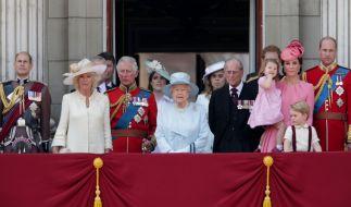 Die britische Königsfamilie auf einem Balkon des Buckingham Palace. (Foto)