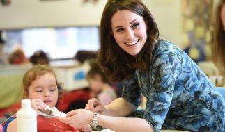 Kate Middleton trägt ihr Lieblingskleid des Labels Seraphine. (Foto)