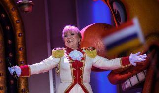 """Margit Sponheimer (75) auf der Bühne bei """"Mainz bleibt Mainz"""". (Foto)"""