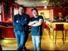 """Messen sich in Folge 2 der 3. Staffel von """"Kitchen Impossible"""": Tim Mälzer (l.) und The Duc Ngo. (Foto)"""