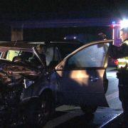 Frau aus stehendem Fahrzeug auf Autobahn geschleudert - tot (Foto)
