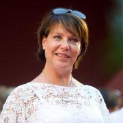 Janina Hartwig wurde 1961 in Ost-Berlin geboren.