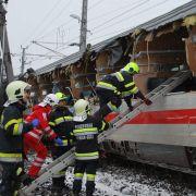 Züge kollidiert! Mindestens ein Toter, zahlreiche Verletzte (Foto)
