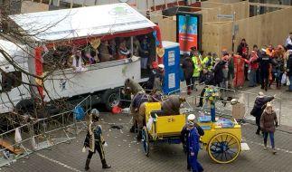 Im Kölner Rosenmontagsumzug verunglückte auch in diesem Jahr eine Kutsche. (Foto)