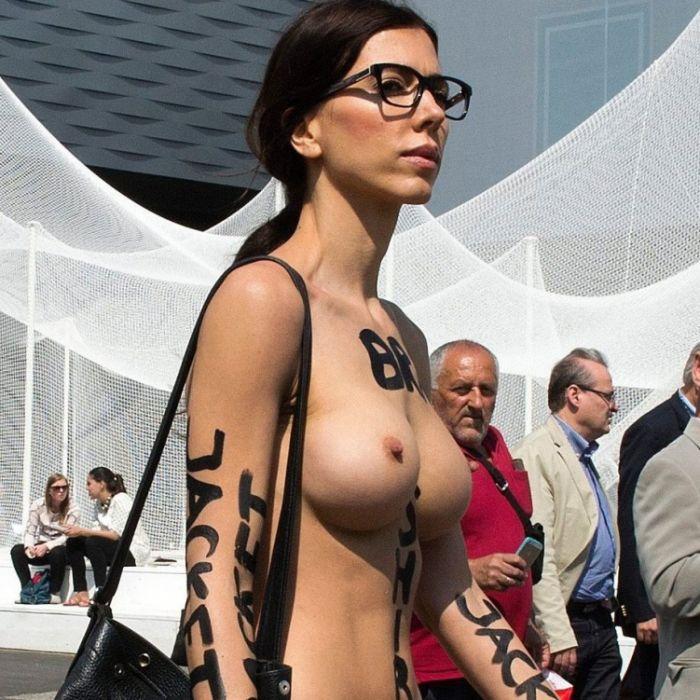 Freizügig! SO nackt grüßt sie ihre Fans am Valentinstag (Foto)