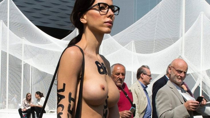 Milo Moiré zeigt sich gern und oft nackt in der Öffentlichkeit.