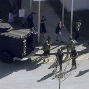 Weitere Schüler werden evakuiert.