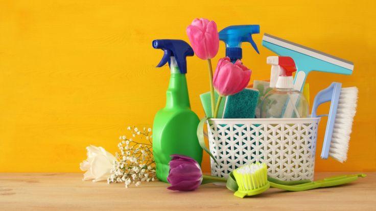 gefahr im haushalt putzen t tet reinigungssprays sind so. Black Bedroom Furniture Sets. Home Design Ideas