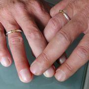 Weihbischof überzeugt: Homo-Ehen sind wie Konzentrationslager (Foto)
