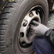 Wer zu früh die Reifen wechselt, riskiert ein Bußgeld und einen Punkt in Flensburg. (Foto)