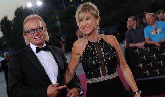 Robert und Carmen Geiss treten in der Öffentlichkeit stets strahlend und gut gelaunt auf - niemand ahnt, was das Paar bereits durchmachen musste. (Foto)