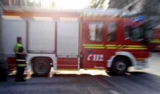 In Duisburg musste erneut die Polizei ausrücken, weil ein Feuerwehreinsatz massiv von Gaffern behindert wurde (Symbolbild). (Foto)