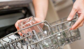 Seit gut einem Jahr dürfen nur noch Reinigungsprodukte für die Spülmaschine produziert werden, die wenig Phosphor enthalten. (Foto)