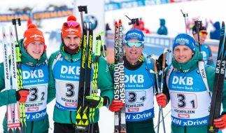 Die Biathlon-Herren um Benedikt Doll, Arnd Peiffer, Simon Schempp und Erik Lesser fighten um eine Medaille. (Foto)