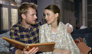 Endlich wieder vereint: Paul (Niklas Osterloh) kann seine Schwester Miriam (Luisa Wietzorek) in die Arme schließen. (Foto)