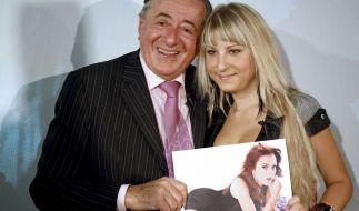 Richard Lugner, hier mit seiner Ex-Freund Anastasia Sokol, wollte 2010 mit Hollywoodstar Lindsay Lohan zum Wiener Opernball erscheinen - doch der Plan zerplatzte. (Foto)