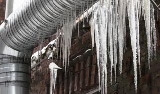 Eingefrorene Wasserleitungen mit einem Föhn aufzutauen, ist keine gute Idee, wie ein Fall aus Neustrelitz zeigt (Symbolfoto). (Foto)