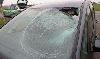 Eine Eisplatte brachte bereits im Februar einen Autofahrer in Burgkirchen an der Alz in Lebensgefahr. (Foto)