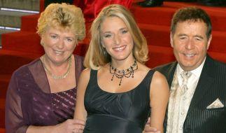 Stefanie Hertel gemeinsam mit ihren Eltern Elisabeth (links) und Eberhard Hertel (rechts). (Foto)
