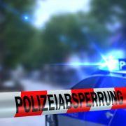 Frau versteckt Liebhaber im Schrank und zettelt Polizeieinsatz an (Foto)