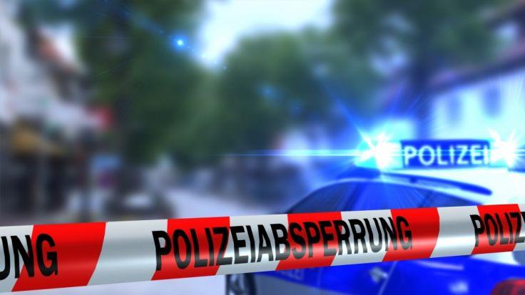 Liebhaber im Schrank: Frau zettelt zur Vertuschung Polizeieinsatz an