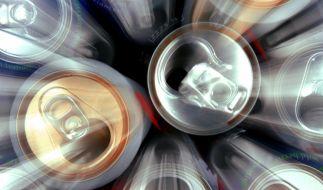 Ein Mitarbeiter einer Abfüllproduktion urinierte in eine Coladose. (Symbolbild) (Foto)