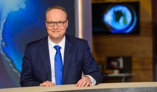 """Oliver Welke jagt in der """"heute-show"""" jeden Freitag den Nachrichtenwahnsinn der Woche durch die Satire-Mühle. (Foto)"""