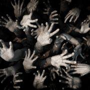 Gruselig! 54 abgehackte Hände am Flussufer gefunden (Foto)