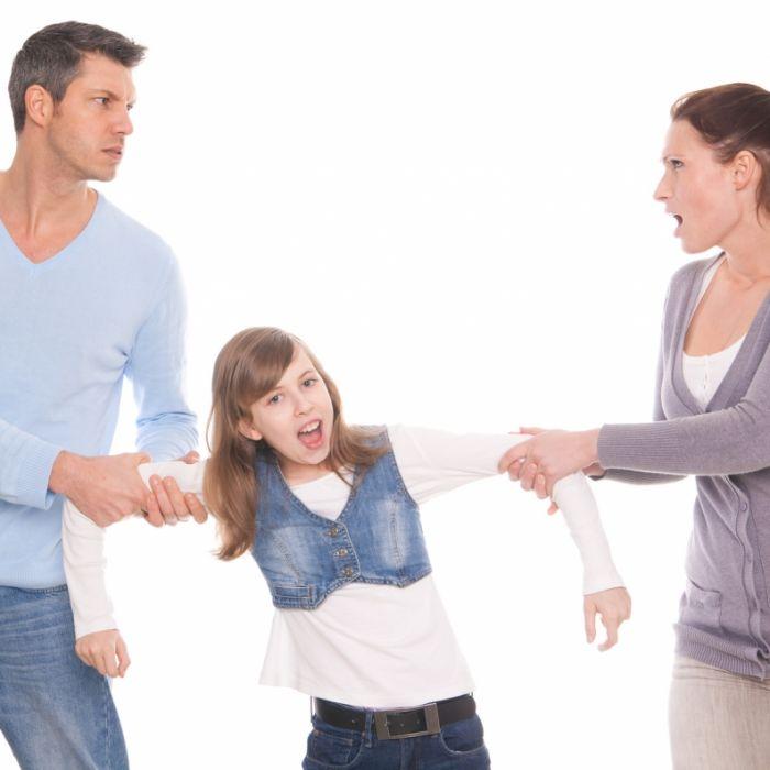 Mädchen (8) wird aus Grundschule gezerrt und vom Vater getrennt (Foto)