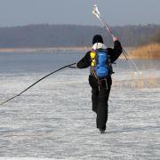 Hund bricht ins Eis ein - Mann stirbt bei Rettung (Foto)