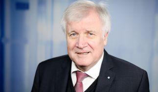 Der designierte Bundesinnenminister Horst Seehofer scharrt mit den Hufen. (Foto)