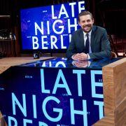 Zur Show-Premiere: Jan Böhmermann verarscht Klaas Heufer-Umlauf (Foto)