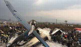 Das Linienflugzeug aus Bangladesch ist nach der Landung auf dem Flughafen von Kathmandu verunglückt. (Foto)