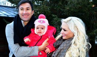 Daniela Katzenberger schwelgt mit Ehemann Lucas Cordalis und Töchterchen Sophia im Familienglück. (Foto)