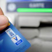 DIESE Banken verlangen Horror-Gebühren fürs Geld abheben (Foto)