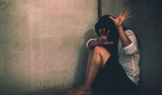 Ein erst elf Jahre altes Mädchen und Indien wurde schwanger, nachdem es von zwei Männern brutal vergewaltigt wurde (Symbolbild). (Foto)