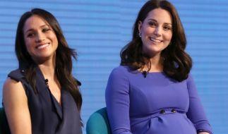 """Bei öffentlichen Auftritten, wie hier bei einem Forum der """"Royal Foundation""""-Stiftung Ende Februar 2018, wirken die zukünftigen Schwägerinnen Kate Middleton und Meghan Markle Seite an Seite gelöst und entspannt. (Foto)"""