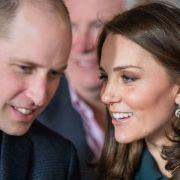 Nicht Prinz William! Herzogin Kate kuschelt fremd (Foto)