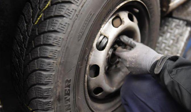 Ist in der Osterzeit noch mit frostigen Nächten zu rechnen, verschieben Autofahrer den Reifenwechsel besser auf einen späteren Termin. (Foto)
