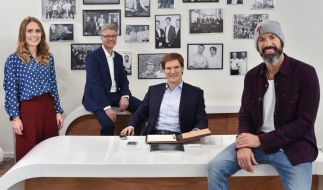 """Selfmade-Unternehmer Carsten Maschmeyer sucht mit den Juroren Lea Lange und Dr. Klaus Schieble sowie Coach Matthew Mockridge in """"Start Up!"""" Deutschlands besten Gründer. (Foto)"""