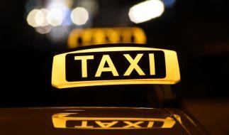 Ein Taxifahrer missbrauchte zwei geistig behinderte Frauen. (Symbolbild) (Foto)