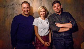 Tim Mälzer (r.), Tim Raue und Annie Hoffmann führen durch die Vox-Show. (Foto)
