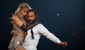 Julia Dietze und Tanzpartner Massimo Sinató beim Cha Cha Cha. (Foto)