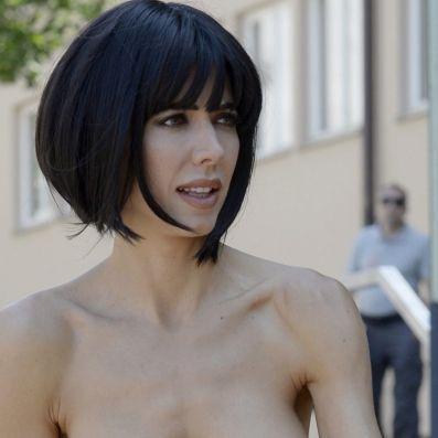 Nippel-Alarm! Hier gibt es die Nacktkünstlerin unzensiert (Foto)