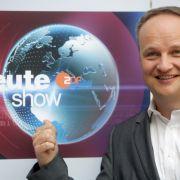Oliver Welke zieht die Nachrichtenwelt auf links (Foto)